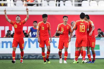 Đối thủ biếu bàn thắng, Trung Quốc ngược dòng lấy 3 điểm