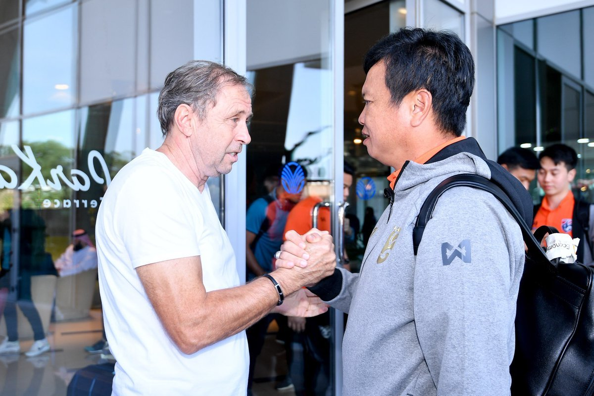 Cầu thủ Thái Lan cười tươi sau khi HLV Rajevac 'bay ghế'