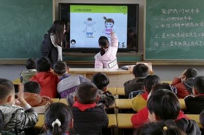 Cô giáo phát hiện sự thật sốc về gia đình học sinh qua tờ ghi chú