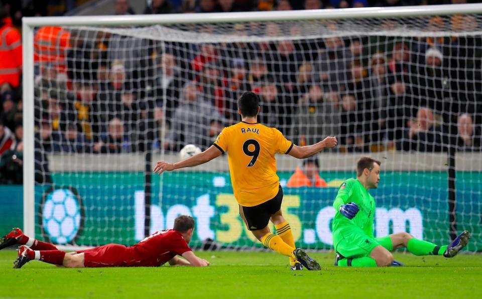 Liverpool bị Wolves đá bay khỏi FA Cup