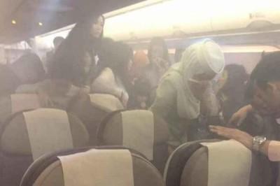 Hành khách hoảng loạn vì sạc dự phòng phát nổ trên máy bay