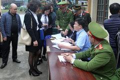 Hoãn phiên tòa do bác sĩ Hoàng Công Lương vắng mặt