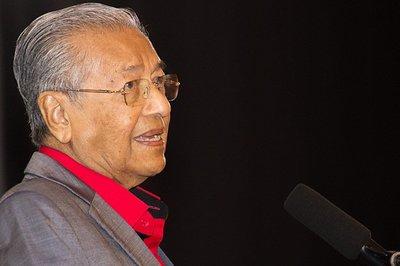 Thủ tướng Malaysia kêu gọi giáo dục cần ưu tiên học tiếng Anh