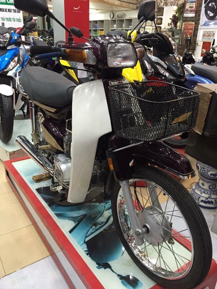 Xe máy Suzuki 17 năm vẫn còn 'zin': Giá 'huyền thoại' 1 tỷ đồng