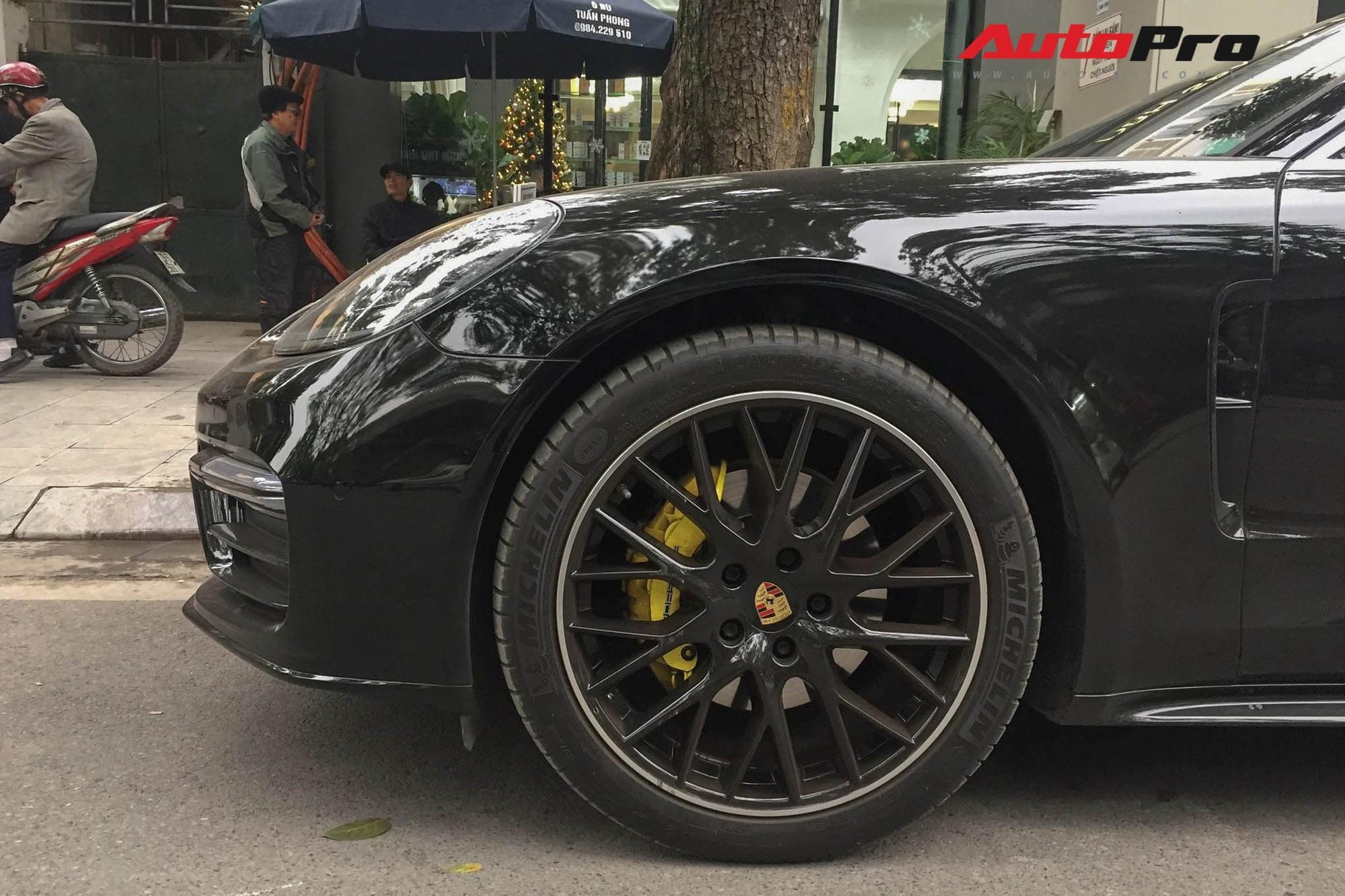 Chi 1 tỷ độ Porsche Panamera, ngả mũ chất chơi dân Hà thành