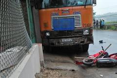 Xe container tông 2 học sinh thương vong ở Phú Thọ