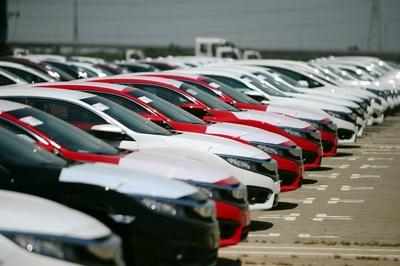 Nghịch lý mùa Tết, ô tô nội ế khách, đồng loạt giảm giá