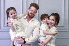 """Lần đầu rò rỉ ảnh chụp cả gia đình Elly Trần, """"chồng tin đồn"""" của cô gây choáng váng vì diện mạo hiện tại"""