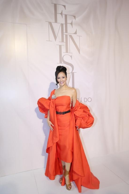 Cuộc đọ sắc không cân sức của dàn mỹ nhân trong show Lý Quí Khánh