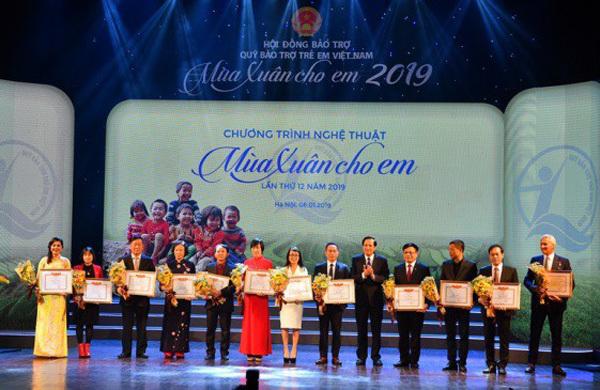 Vietcombank ủng hộ Quỹ Bảo trợ Trẻ em VN 5 tỷ đồng