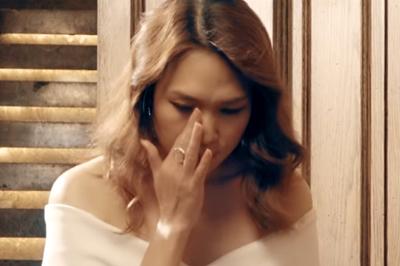 Mỹ Tâm lau nước mắt khi hát nhạc phim 'Chị trợ lý của anh'