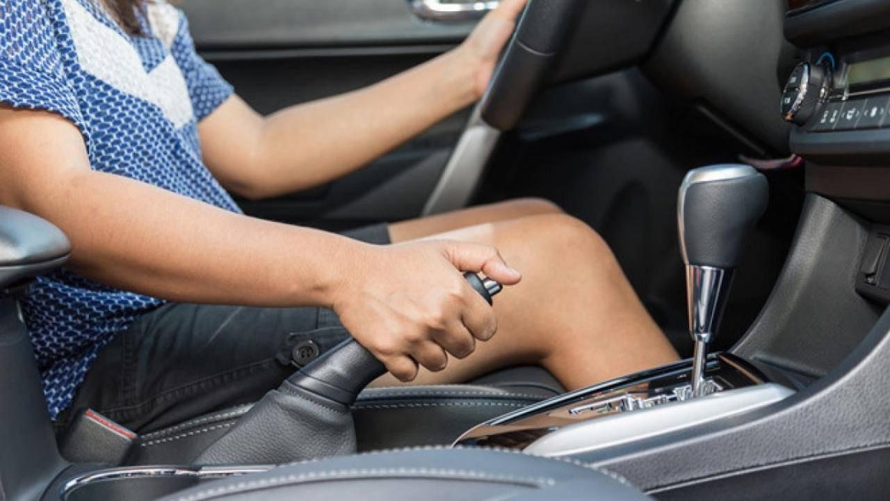 Dấu hiệu cảnh báo hệ thống phanh ô tô đang có vấn đề