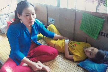 Bệnh tật kéo dài gần thập kỷ, bé gái kêu cứu