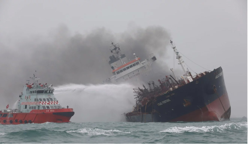 Tiếp cận bên trong tàu dầu Việt Nam cháy ở Hong Kong