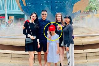 Vợ chồng Thuỷ Tiên - Công Vinh khoe con gái sau 5 năm giấu kín
