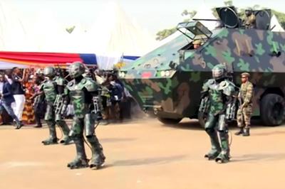 """Xem siêu giáp bảo vệ binh sĩ và xe bọc thép """"khủng"""" nhất thế giới"""