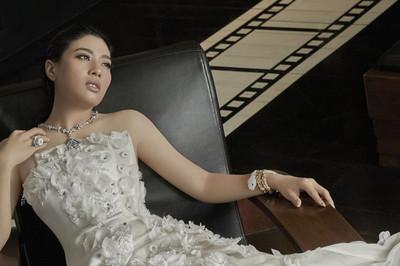 Công chúa Thái và phong cách thời trang nổi bật như fashionista