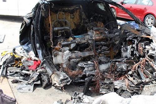 Tesla lại đối diện với án kiện vì Model S gặp tai nạn.