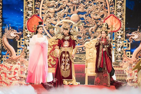 Hoa hậu Tiểu Vy ngã sõng soài khi đóng Táo cùng Mr Đàm