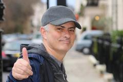 Mourinho nhận cục tiền của MU, Ramsey gia nhập Juventus