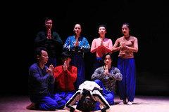 Đạo diễn người Nhật vừa khóc vừa dàn dựng kịch của cố NSND Anh Tú