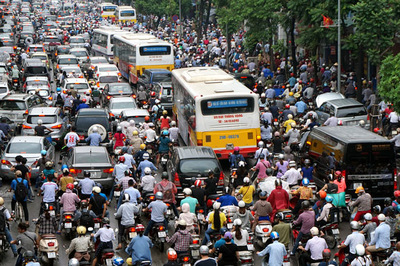 Góp tiền đi chung loại ô tô này: Dân Hà Nội bớt khổ vì tắc đường