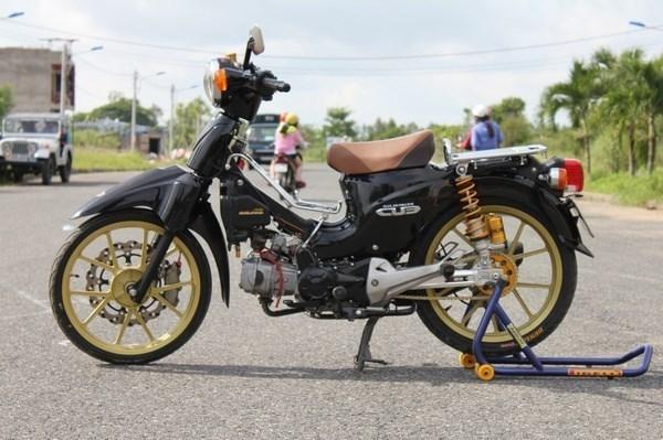 Những tay chơi Việt vung tiền tỷ độ xe máy cùi bắp
