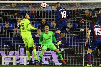 Barca thua đau Levante ở Cúp Nhà Vua vì... khinh địch