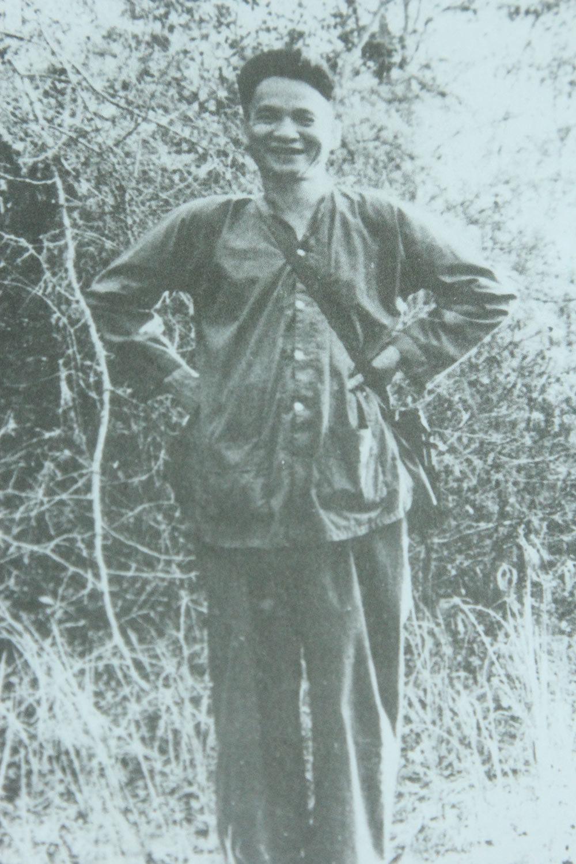 Phó Tư lệnh - Tham mưu trưởng Quân giải phóng miền Nam Lê Đức Anh tại Bộ Tư lệnh miền - khu căn cứ Tà Thiết, năm 1966