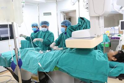Chạy đua cứu bệnh nhân bị dập vỡ gan, máu tràn khắp ổ bụng