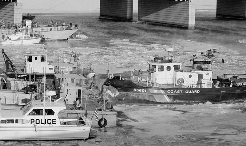 Ngày này năm xưa: Thảm kịch máy bay Mỹ lao xuống sông băng