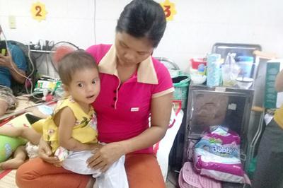 Bé gái chưa thôi bú mẹ đã mắc bệnh hiểm nghèo