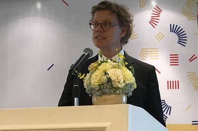 Đại sứ Thụy Điển đọc ca dao Việt 'yêu nhau vạn sự chẳng nề'