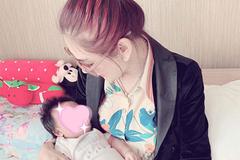 """""""Nữ hoàng chuyển giới"""" Lâm Khánh Chi hạnh phúc đón con trai đầu lòng sau 1 năm kết hôn"""