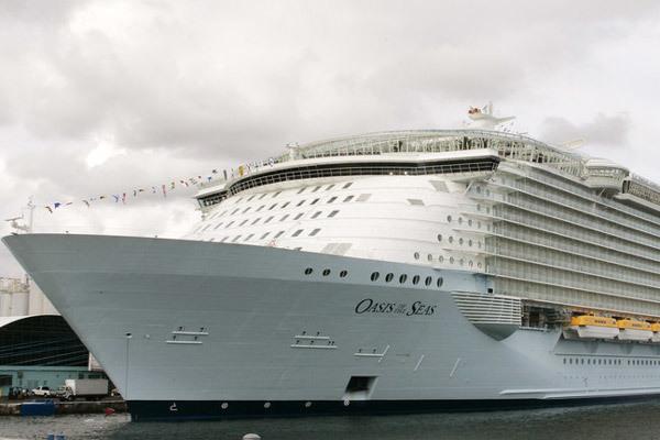 """""""Ác mộng"""" trên du thuyền chở 8.000 khách ở Caribbe"""