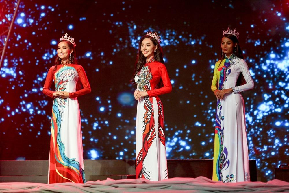 Lộ diện người đẹp chuyển giới kế nhiệm Hương Giang