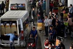 Sân bay Nội Bài hạn chế người nhà đưa tiễn để tránh ùn tắc