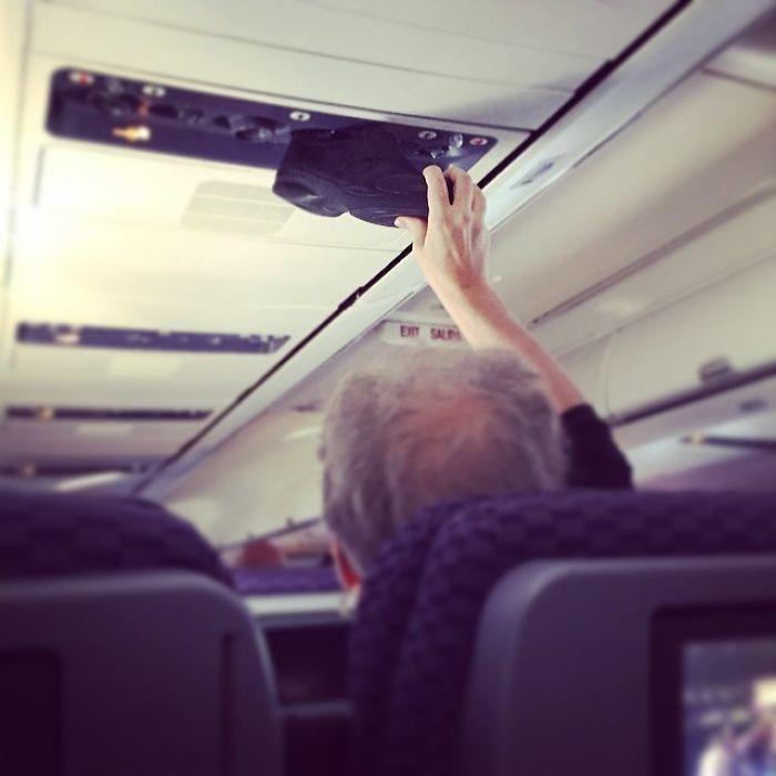 máy bay,hành khách khoả thân,hành khách