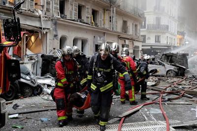 Nổ lớn rung chuyển trung tâm Paris