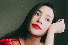 """Phạm Hương khoe """"mái tóc dài của mẹ cha"""", dân mạng vẫn khẳng định cô vừa sinh xong chỉ vì 1 chi tiết"""