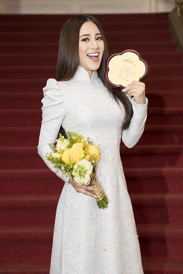 H'Hen Niê mặc lại chiếc đầm ngắn sexy nhất ở Hoa hậu Hoàn vũ 2018