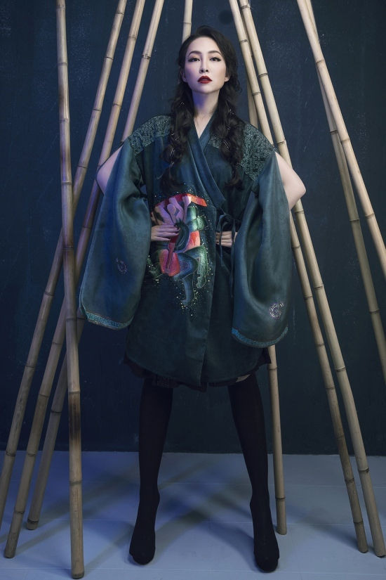 Linh Nga quyến rũ với thiết kế thổ cẩm độc đáo