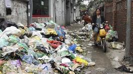Sự cố 3 ngày không đổ rác: Phó chủ tịch Hà Nội đối thoại ở Sóc Sơn