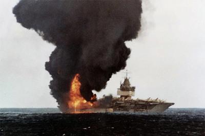 Ngày này năm xưa: Siêu hàng không mẫu hạm Mỹ gặp nạn thảm khốc