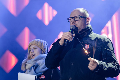 Thị trưởng bị đâm ngay trên sân khấu, cả châu Âu rúng động