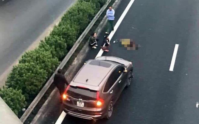 Băng qua cao tốc Pháp Vân - Cầu Giẽ bị ô tô đâm tử vong