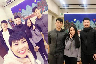 Mẹ con Phương Thanh gặp gỡ tuyển thủ Việt Nam tại Hàn Quốc