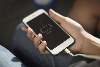 Mẹo tiết kiệm pin smartphone khi đi chơi Tết