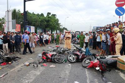 Cấm xe máy chỉ vì tai nạn tăng: Nhìn bát quên mâm