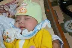 Bé gái 2 tháng bị bỏ rơi bên đường cùng tâm thư 'nhờ nuôi'